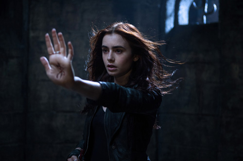 The Mortal Instruments: Stad av skuggor. Svensk filmindustri. 2013