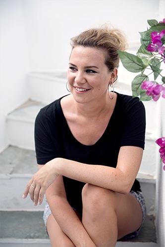 Lisa James Larsson Reggisör till Tsatsiki farsan och olivkriget 2015
